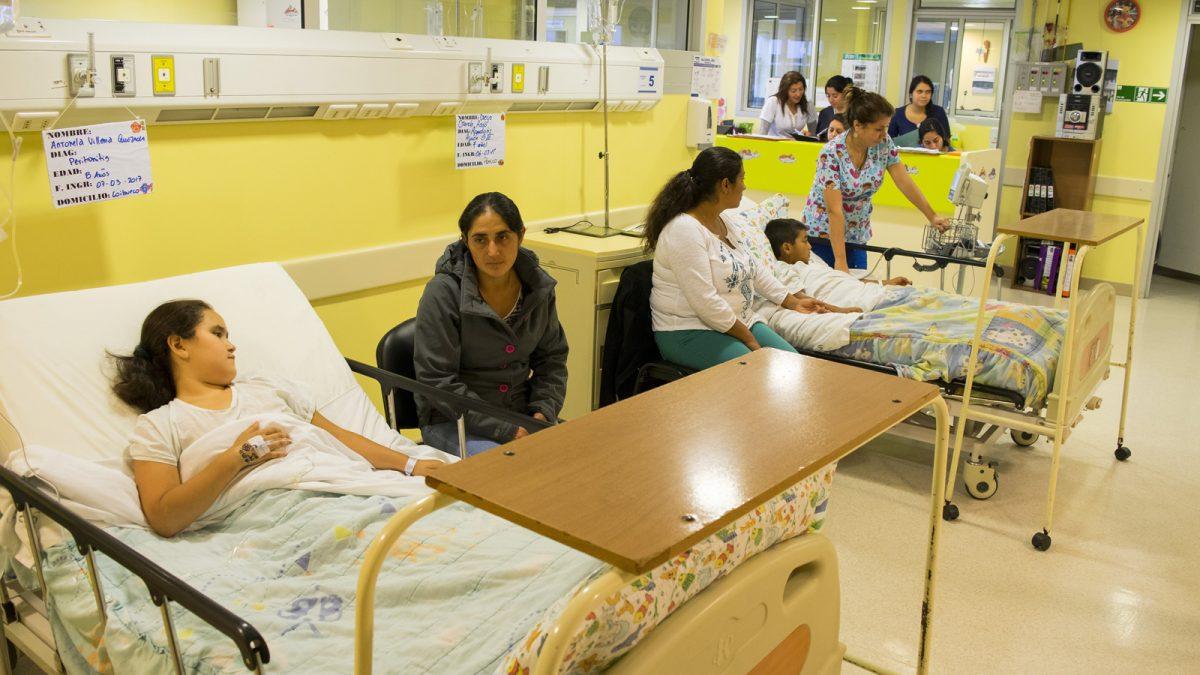 foto referencial que detalla la disminución de lista de espera por cirugías no GES.