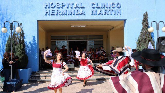 esquinazo en el frontis del Hospital de Chillán dio inició a las celebraciones de Fiestas Patrias.