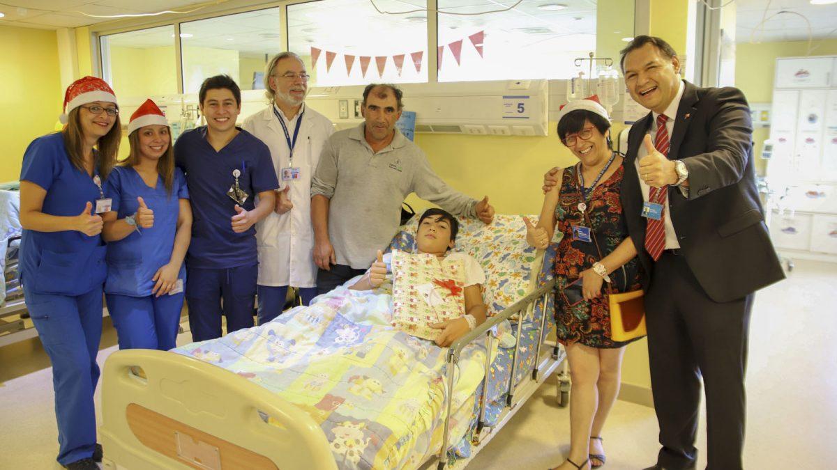 Foto de los directivos compartiendo con usuarios, familiares y funcionarios del Hospital en Navidad