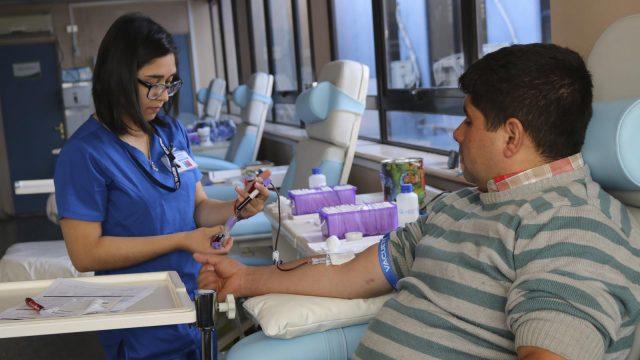 Foto de donaciones de sangre en la Unidad de donantes del HCHM.
