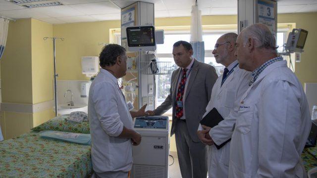 Foto del Sistema de termorregulación, equipamiento de la Unidad de Neonatología.