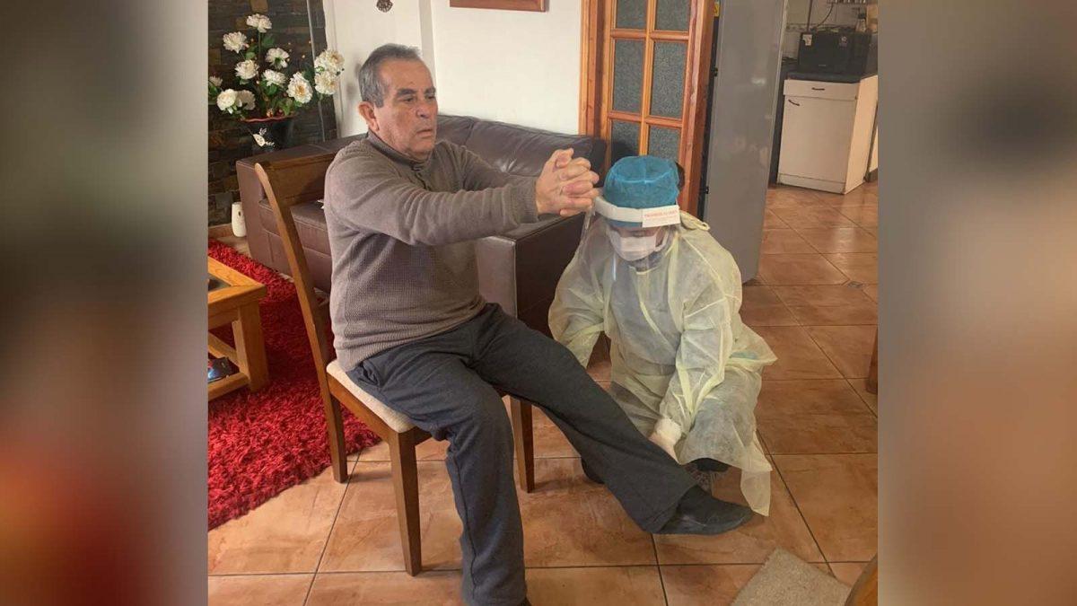 kinesiólogos atienden a domicilio a usuarios post ACV