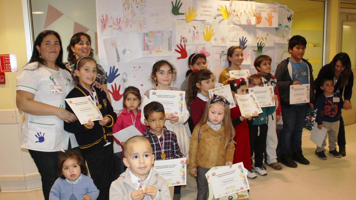 32 niños y niñas fueron premiados por participar en la tercera versión del Concurso de dibujo sobre el lavado de manos en el Hospital de Chillán.