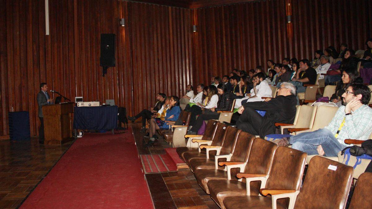 Profesionales de la red asistencial de Ñuble participando en la Décimo sexta versión de la Jornada de Medicina Interna realizada en el Hospital de Chillán
