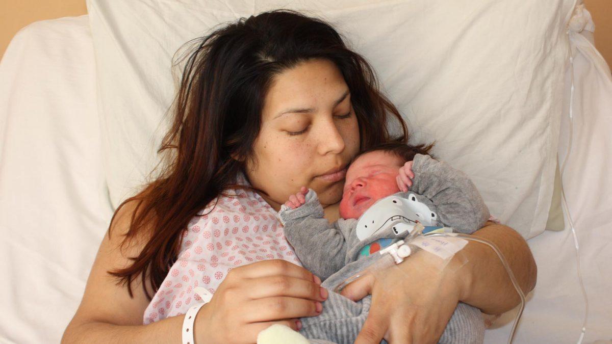 foto de uno de los primeros bebés nacidos en la Región de Ñuble